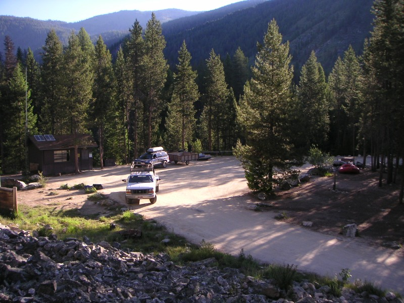 The tiny Boundary Creek permit office from across the parking and off-load area